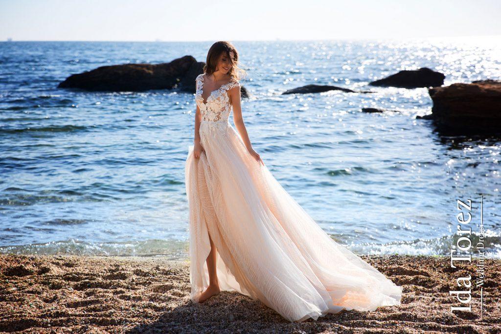 булчинска рокля, сватбена рокля, булчински рокли, сватбени рокли, булчински рокли с ръкави, булченски рокли, булчински рокли с дантела, булчински рокли с гол гръб, обемни булчински рокли, булчински рокли принцеса, цветни булчински рокли, евтини булчински рокли, бели булчински рокли, булчински рокли с шлейф, bulchinski rokli, svatbeni rokli, bulchenski rokli, булчински рокли с пайети, булчински рокли с тънки презрамки, булчински рокли А-линия, булчински рокли бюстие, булчински рокли от сатен, сатенени булчински рокли, булчински рокли русалка, тесни булчински рокли, булчински рокли по тялото, нова колекция булчински рокли, нови булчински рокли, булчински рокли 2020, модерни булчински рокли, булчински рокли с паднали рамене, булчински рокли с паднали ръкави, булчински рокли с паднали ръкави, блестящи булчиснки рокли, булчински рокли с V-образно деколте, булчинска рокля от тюл, булчинска рокля с ресни, булчинска рокля с допълнителна пола, булчинска рокля от две части, булчинска рокля с изчистена пола