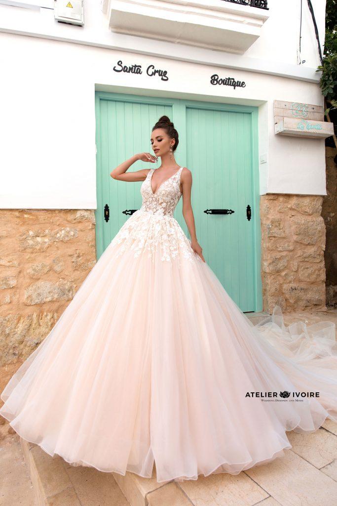 сватбена рокля, булчинска рокля, булчински рокли, сватбени рокли, булчински рокли с едно рамо, булчински рокли с 3D цветя, булчински рокли с ръкави, булченски рокли, булчински рокли с дантела, булчински рокли с гол гръб, обемни булчински рокли, булчински рокли принцеса, цветни булчински рокли, евтини булчински рокли, бели булчински рокли, булчински рокли с шлейф, bulchinski rokli, svatbeni rokli, bulchenski rokli, булчински рокли с пайети, булчински рокли с тънки презрамки, булчински рокли А-линия, булчински рокли бюстие, булчински рокли от сатен, сатенени булчински рокли, булчински рокли русалка, тесни булчински рокли, булчински рокли по тялото, нова колекция булчински рокли, нови булчински рокли, булчински рокли 2020, модерни булчински рокли, булчински рокли с паднали рамене, булчински рокли с паднали ръкави, булчински рокли с паднали ръкави, блестящи булчиснки рокли, булчински рокли с V-образно деколте, булчинска рокля от тюл, булчинска рокля с ресни, булчинска рокля с допълнителна пола, булчинска рокля от две части, булчинска рокля с изчистена пола, испански булчински рокли, украински булчински рокли, булчински рокли с брокат, булчински рокли с а-симетрична пола, ефирни булчински рокли, булчински рокли от шифон