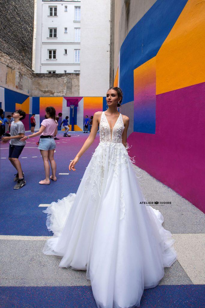 булчински рокли, сватбени рокли, булчински рокли с ръкави, булченски рокли, булчински рокли с дантела, булчински рокли с гол гръб, обемни булчински рокли, булчински рокли принцеса, цветни булчински рокли, евтини булчински рокли, бели булчински рокли, булчински рокли с шлейф, bulchinski rokli, svatbeni rokli, bulchenski rokli, булчински рокли с пайети, булчински рокли с тънки презрамки, булчински рокли А-линия, булчински рокли бюстие, булчински рокли от сатен, сатенени булчински рокли, булчински рокли русалка, тесни булчински рокли, булчински рокли по тялото, нова колекция булчински рокли, нови булчински рокли, булчински рокли 2020, модерни булчински рокли, булчински рокли с паднали рамене, булчински рокли с паднали ръкави, булчински рокли с паднали ръкави, блестящи булчиснки рокли, булчински рокли с V-образно деколте, булчинска рокля от тюл, булчинска рокля с ресни, булчинска рокля с допълнителна пола, булчинска рокля от две части, булчинска рокля с изчистена пола