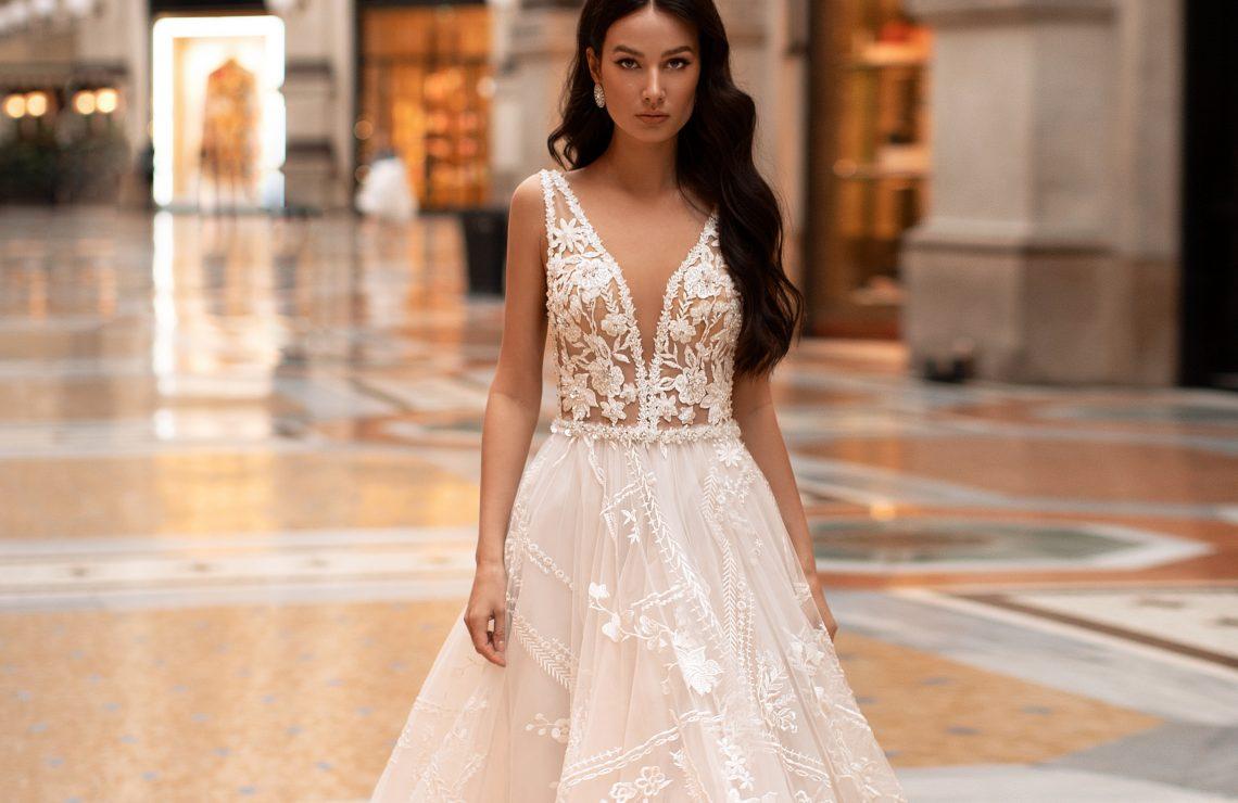 сватбена рокля, булчинска рокля, булчински рокли, сватбени рокли, булчински рокли с ръкави, булченски рокли, булчински рокли с дантела, булчински рокли с гол гръб, обемни булчински рокли, булчински рокли принцеса, цветни булчински рокли, евтини булчински рокли, бели булчински рокли, булчински рокли с шлейф, bulchinski rokli, svatbeni rokli, bulchenski rokli, булчински рокли с пайети, булчински рокли с тънки презрамки, булчински рокли А-линия, булчински рокли бюстие, булчински рокли от сатен, сатенени булчински рокли, булчински рокли русалка, тесни булчински рокли, булчински рокли по тялото, нова колекция булчински рокли, нови булчински рокли, булчински рокли 2020, модерни булчински рокли, булчински рокли с паднали рамене, булчински рокли с паднали ръкави