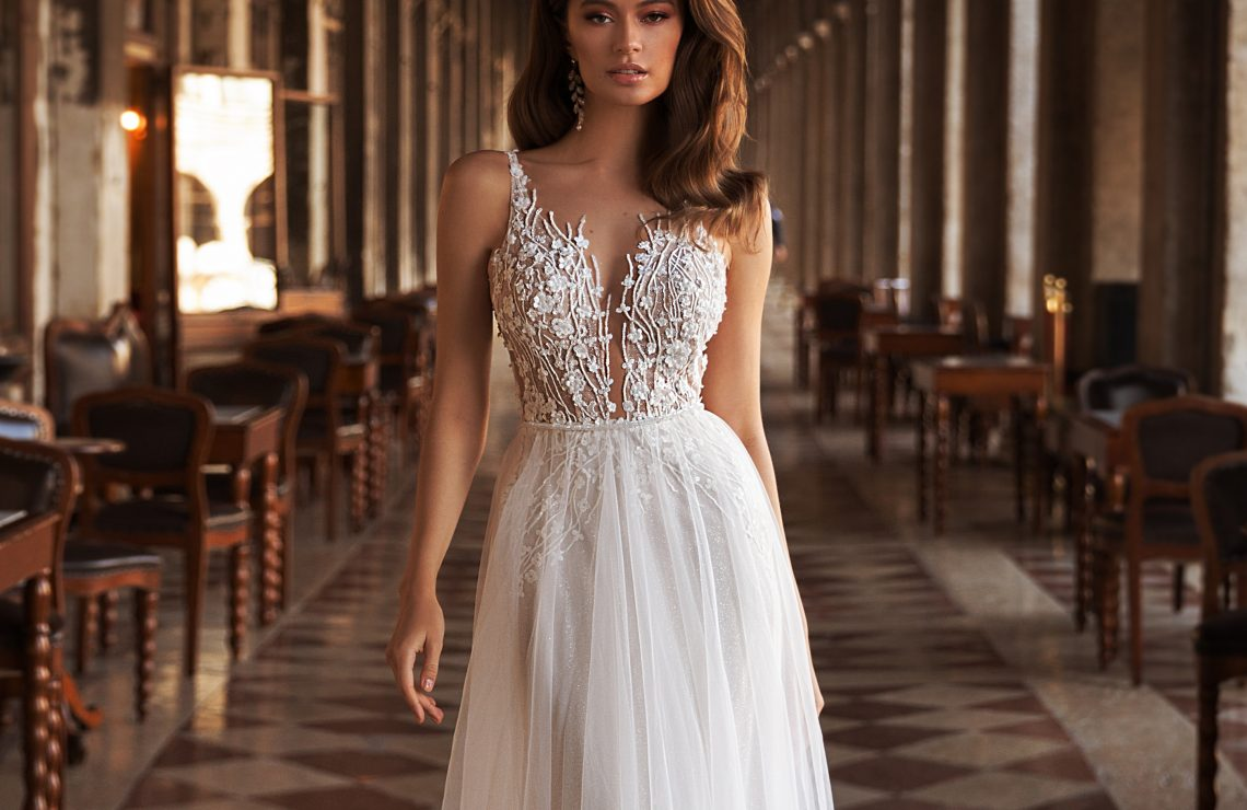 сватбена рокля, булчинска рокля, бляскава сватбена рокля, булчински рокли, сватбени рокли, булчински рокли с ръкави, булченски рокли, булчински рокли с дантела, булчински рокли с гол гръб, обемни булчински рокли, булчински рокли принцеса, цветни булчински рокли, евтини булчински рокли, бели булчински рокли, булчински рокли с шлейф, bulchinski rokli, svatbeni rokli, bulchenski rokli, булчински рокли с пайети, булчински рокли с тънки презрамки, булчински рокли А-линия, булчински рокли бюстие, булчински рокли от сатен, сатенени булчински рокли, булчински рокли русалка, тесни булчински рокли, булчински рокли по тялото, нова колекция булчински рокли, нови булчински рокли, булчински рокли 2020, модерни булчински рокли, булчински рокли с паднали рамене, булчински рокли с паднали ръкави, булчински рокли с паднали ръкави, блестящи булчиснки рокли, булчински рокли с V-образно деколте