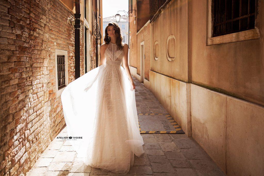 булчински рокли, сватбени рокли, булчински рокли с ръкави, булченски рокли, булчински рокли с дантела, булчински рокли с гол гръб, обемни булчински рокли, булчински рокли принцеса, цветни булчински рокли, евтини булчински рокли, бели булчински рокли, булчински рокли с шлейф, bulchinski rokli, svatbeni rokli, bulchenski rokli, булчински рокли с пайети, булчински рокли с тънки презрамки, булчински рокли А-линия, булчински рокли бюстие, булчински рокли от сатен, сатенени булчински рокли, булчински рокли русалка, тесни булчински рокли, булчински рокли по тялото, нова колекция булчински рокли, нови булчински рокли, булчински рокли 2020, модерни булчински рокли, булчински рокли с паднали рамене, булчински рокли с паднали ръкави, булчински рокли с паднали ръкави, блестящи булчиснки рокли, булчински рокли с V-образно деколте, булчинска рокля от тюл, булчинска рокля с ресни