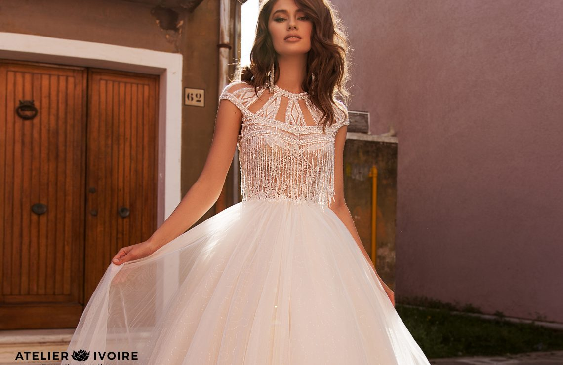 сватбена рокля, булчинска рокля, приказна сватбена рокля, булчински рокли, сватбени рокли, булчински рокли с ръкави, булченски рокли, булчински рокли с дантела, булчински рокли с гол гръб, обемни булчински рокли, булчински рокли принцеса, цветни булчински рокли, евтини булчински рокли, бели булчински рокли, булчински рокли с шлейф, bulchinski rokli, svatbeni rokli, bulchenski rokli, булчински рокли с пайети, булчински рокли с тънки презрамки, булчински рокли А-линия, булчински рокли бюстие, булчински рокли от сатен, сатенени булчински рокли, булчински рокли русалка, тесни булчински рокли, булчински рокли по тялото, нова колекция булчински рокли, нови булчински рокли, булчински рокли 2020, модерни булчински рокли, булчински рокли с паднали рамене, булчински рокли с паднали ръкави, булчински рокли с паднали ръкави, блестящи булчиснки рокли, булчински рокли с V-образно деколте