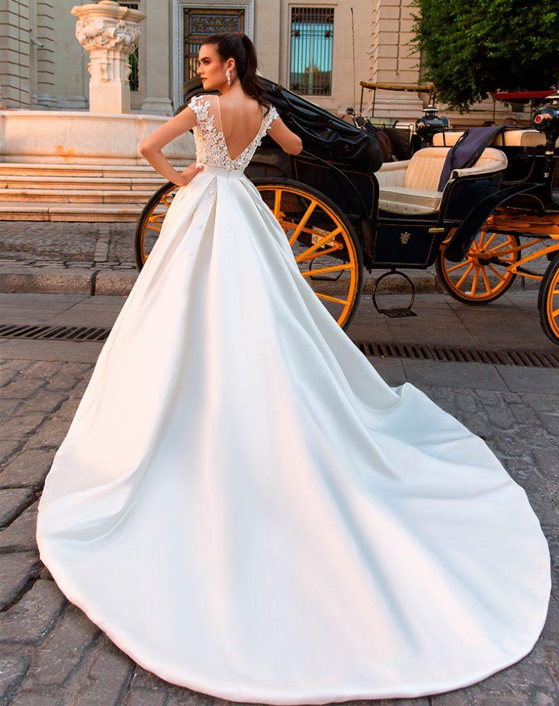 сватбена рокля, булчинска рокля, булчински рокли, сватбени рокли, булчински рокли с ръкави, булченски рокли, булчински рокли с дантела, булчински рокли с гол гръб, обемни булчински рокли, булчински рокли принцеса, цветни булчински рокли, евтини булчински рокли, бели булчински рокли, булчински рокли с шлейф, bulchinski rokli, svatbeni rokli, bulchenski rokli, булчински рокли с пайети, булчински рокли с тънки презрамки, булчински рокли А-линия, булчински рокли бюстие, булчински рокли от сатен, сатенени булчински рокли