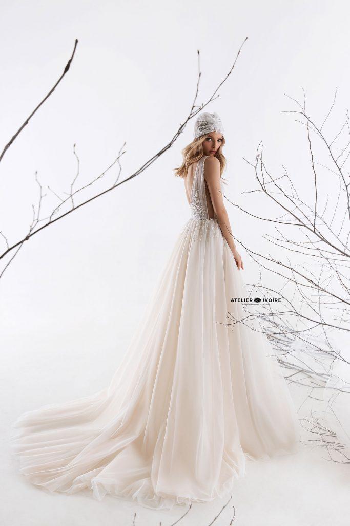 впечатляваща сватбена рокля от тюл, сватбена рокля, булчинска рокля, булчински рокли, сватбени рокли, булчински рокли с ръкави, булченски рокли, булчински рокли с дантела, булчински рокли с гол гръб, обемни булчински рокли, булчински рокли принцеса, цветни булчински рокли, евтини булчински рокли, бели булчински рокли, булчински рокли 2020, сватбени рокли 2020, колекции 2020, сватбени рокли софия, булчински рокли софия, сватбени рокли цени, булчински рокли цени