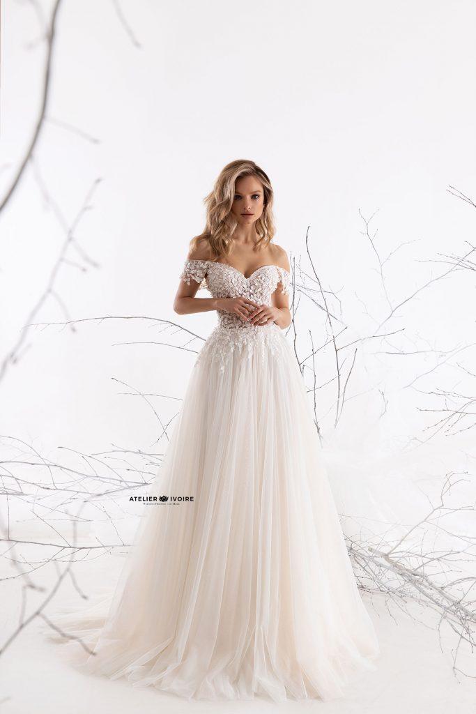 зашеметяваща сватбена рокля от тюл, сватбена рокля, булчинска рокля, булчински рокли, сватбени рокли, булчински рокли с ръкави, булченски рокли, булчински рокли с дантела, булчински рокли с гол гръб, обемни булчински рокли, булчински рокли принцеса, цветни булчински рокли, евтини булчински рокли, бели булчински рокли, булчински рокли 2020, сватбени рокли 2020, колекции 2020, сватбени рокли софия, булчински рокли софия, сватбени рокли цени, булчински рокли цени