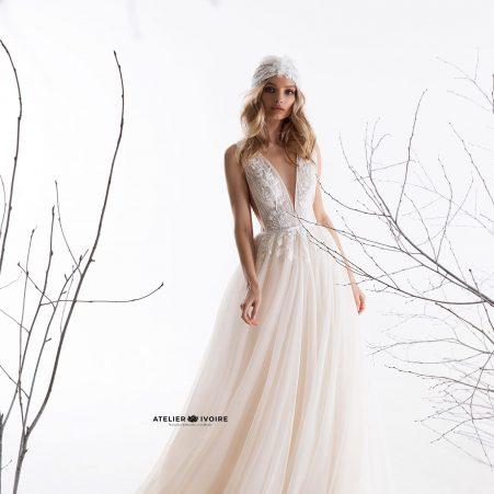 сватбена рокля, булчинска рокля, булчински рокли, сватбени рокли, булчински рокли с ръкави, булченски рокли, булчински рокли с дантела, булчински рокли с гол гръб, обемни булчински рокли, булчински рокли принцеса, цветни булчински рокли, евтини булчински рокли, бели булчински рокли, булчински рокли 2020, сватбени рокли 2020, колекции 2020, сватбени рокли софия, булчински рокли софия, сватбени рокли цени, булчински рокли цени